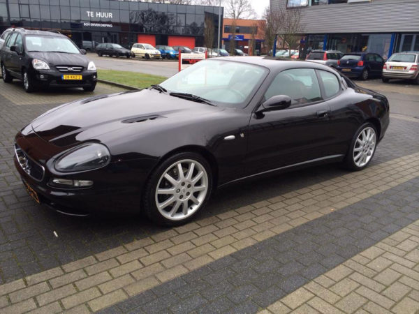 Reinigen en poetsen buitenzijde Maserati
